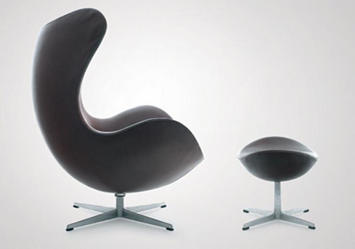 Arne Jacobsen swivel lounge chair