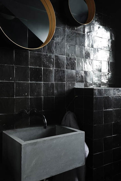 gray_black_bathroom_2